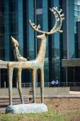 Statue featuring an elk with a child sitting on its back — Stock Photo