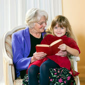 Grandma Reading to Her Grand Daughter. — Stock Photo