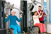 Senior women exercising with personal trainer — Stock Photo