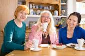 Female Friends Having Snacks — Stock Photo