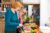 Mom Prepare Favorite Recipe — Stock Photo