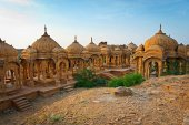 The royal cenotaphs of historic rulers, also known as Jaisalmer — Foto de Stock