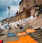 Ganges River waterfront dwellings, Varanasi, India — Stock Photo