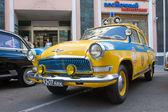 Soviet police retro car Volga GAZ-21 retro rally Gorkyclassic about Gum, front view — Stock Photo