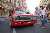 Soviet retro racing car Dzintara Volga GAZ-24 on retro rally Gorkyclassic, Moscow, front view — Stockfoto