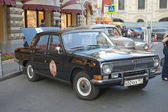 "Soviet black retro GAZ-24 ""Volga"" retro rally Gorkyclassic about Gum, Moscow, front view — Stockfoto"
