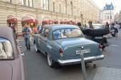 "Soviet retro grey car ""Volga"" GAZ-21 retro rally Gorkyclassic about Gum, Moscow, rear view — 图库照片"