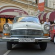 "Soviet retro white car ""Volga"" GAZ-21 retro rally Gorkyclassic, Gum Department store, Moscow, front view — Stock Photo #53460619"