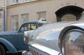 "Soviet retro car ""Volga"" GAZ-21 retro rally Gorkyclassic about Gum, Moscow, fragment with deer — Stock Photo"