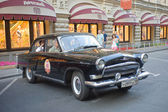 "Retro black car ""Volga"" GAZ-21 retro rally Gorkyclassic about Gum, Moscow, front view — 图库照片"