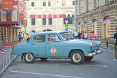 "Retro blue car ""Volga"" GAZ-21 retro rally Gorkyclassic about Gum, Moscow, side view — 图库照片"