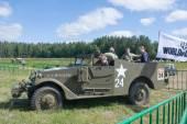 """Abd ışık zırhlı personel taşıyıcı M3 keşif aracı motorlarının""""savaş"""" 3 Uluslararası toplantıda kenti yakınlarındaki Chernogolovka — Stok fotoğraf"""
