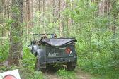 """Γερμανικό αυτοκίνητο Horch-901 στην πρόταση ψηφίσματος για το ρετρό Ράλλυ στο δάσος, 3η Διεθνής Συνάντηση """"Μηχανές του πολέμου"""", κοντά στην πόλη Chernogolovka — Φωτογραφία Αρχείου"""