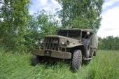 "American military retro car Dodge WC-51 on retro rally, 3rd international meeting ""Motors of war"" near the city Chernogolovka, Moscow region — Stock fotografie"