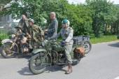 """American military motorcycle Indian INDIAN 741 B and German BMW R-75, 3rd international meeting """"Motors of war"""" near the town of Chernogolovka, Moscow region — Stock Photo"""