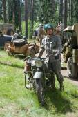 "American military motorcycle INDIAN 741 B motorcyclist, 3rd international meeting ""Motors of war"" near the town of Chernogolovka, Moscow region — Stockfoto"