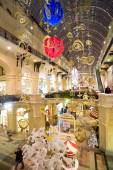 Christmas interior of the Main Department Store (GUM) in the evening, MOSCOW, RUSSIA — Stockfoto