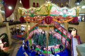 The interior of the Main Department Store (GUM), decorated for the holiday New Year , MOSCOW, RUSSIA — Stockfoto