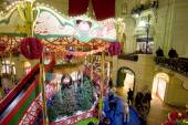 The interior of the GUM, decorated for the holiday New Year, MOSCOW, RUSSIA — Stock Photo