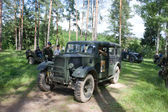 "The car Humber FWD travels along a forest road, 3rd international meeting ""Motors of war"" near the town of Chernogolovka, Moscow region — Stock Photo"