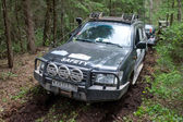 "Off-road vehicle Toyota Land Cruiser stuck in the woods, 3rd international meeting ""Motors of war"" near the town of Chernogolovka, Moscow region — Stock Photo"
