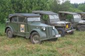 """The number of military Italian and American vintage cars,  3rd international meeting """"Motors of war"""" near the town of Chernogolovka, Moscow region — Stock Photo"""