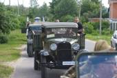 "Truck GAZ-AA is moving in a convoy of military retro cars on the road, the 3rd international meeting of ""Motors of war"" near the city Chernogolovka, Moscow region — Stock Photo"