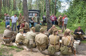 "Lunch and rest in the forest, 3rd international meeting ""Motors of war"" near the city Chernogolovka, Moscow region — Fotografia Stock"