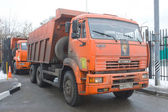 Orange dump truck KAMAZ enters into a snow melting point in Moscow — Stock Photo