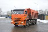 Orange dump truck KAMAZ on snow-melting point, Moscow — Stock Photo