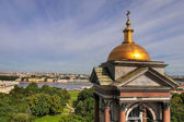 St Isaac Cathedral close up view on the tower and city — Stock Photo