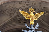 Two headed eagle at the entrance gate to the Hermitage — Stock Photo
