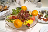 Plate with fruits on the table — Foto Stock