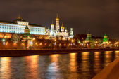 View of Moscow Kremlin from the Moscow river at night. Russia — Fotografia Stock