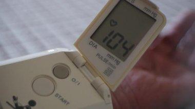 Blood pressure - portable medical diagnostic device — Stock Video