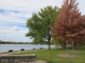 Early Fall tree landscape along the Fox River at McHenry Dam in Illinois — Stock Photo