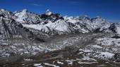 Khumbu Glacier and lodges in Gorak Shep — Stock Photo
