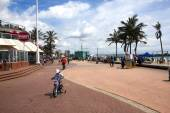 Pedestrians and Cyclists on Promenade, Durban South Africa — Stock Photo