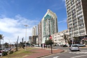 Upper Marine Parade Lined with Hotels at Durban, South Africa — Stock Photo