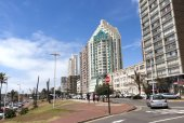 Upper Marine Parade Lined with Hotels at Durban, South Africa — Stockfoto