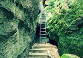 Scala scaletta arrampicata sulla montagna via ferrata — Foto Stock