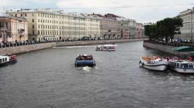 River channel with boats in Saint-Petersburg. Summer — 图库视频影像