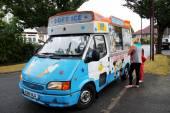 Ice cream van — Stock Photo
