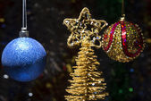 New year composition of balls and gold Christmas trees — Zdjęcie stockowe