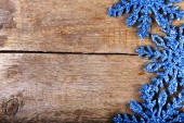 Snowflakes on a wooden background — Zdjęcie stockowe