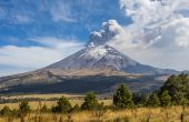 Active Popocatepetl volcano in Mexico — Stock Photo