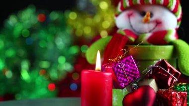 Velas y caja de regalo — Vídeo de stock