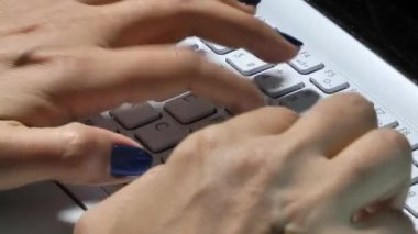 Woman Hand is Writing on Notebook Computer — Wideo stockowe