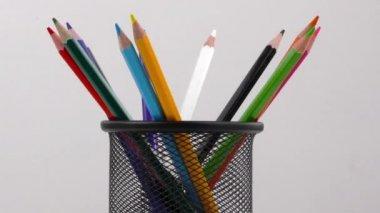 在白色背景上的铅笔 — 图库视频影像