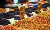Olive im offenen Markt Basar — Stockfoto